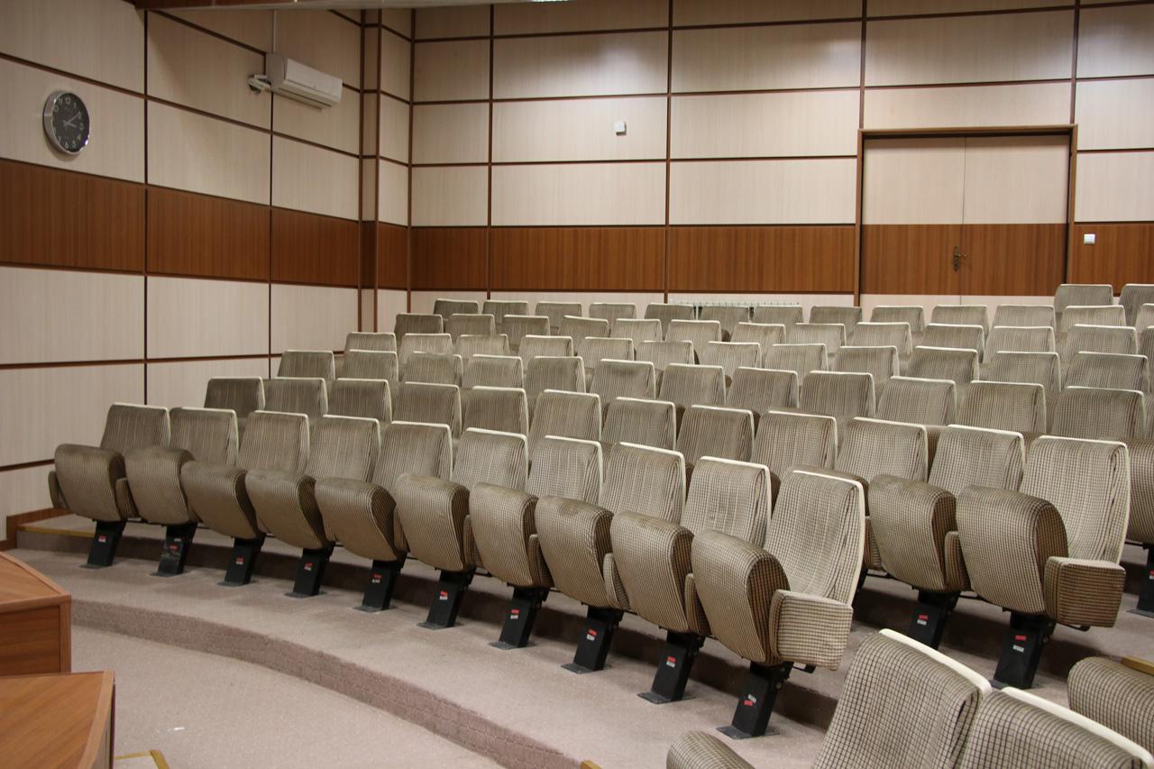 درباره صندلی آمفی تئاتر بیشتر بدانید